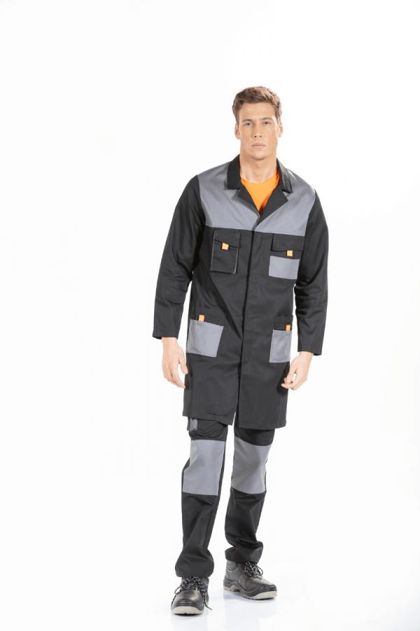 Homem a vestir bata de trabalho preta com contraste cinza e cor de laranja