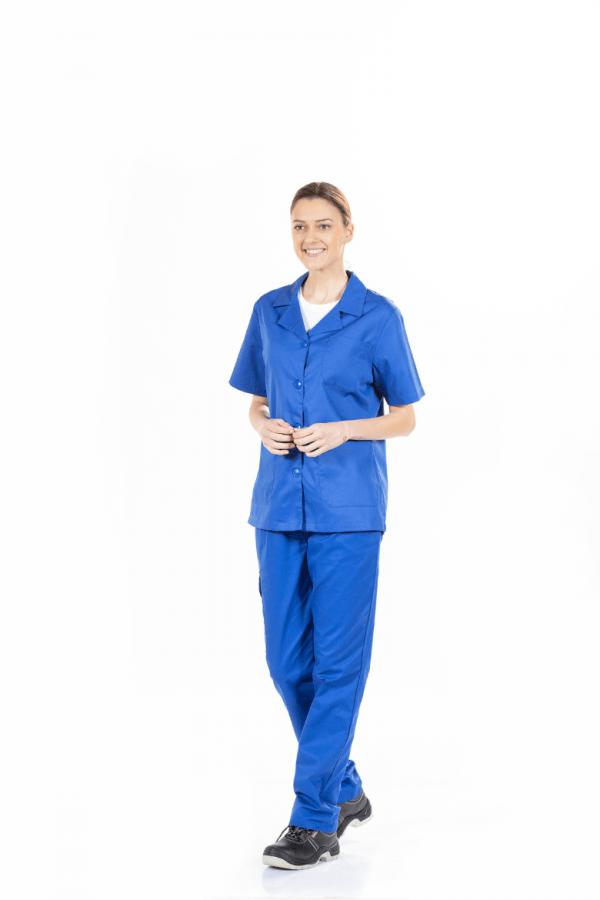Senhora com casaco de trabalho azul de manga curta para farda