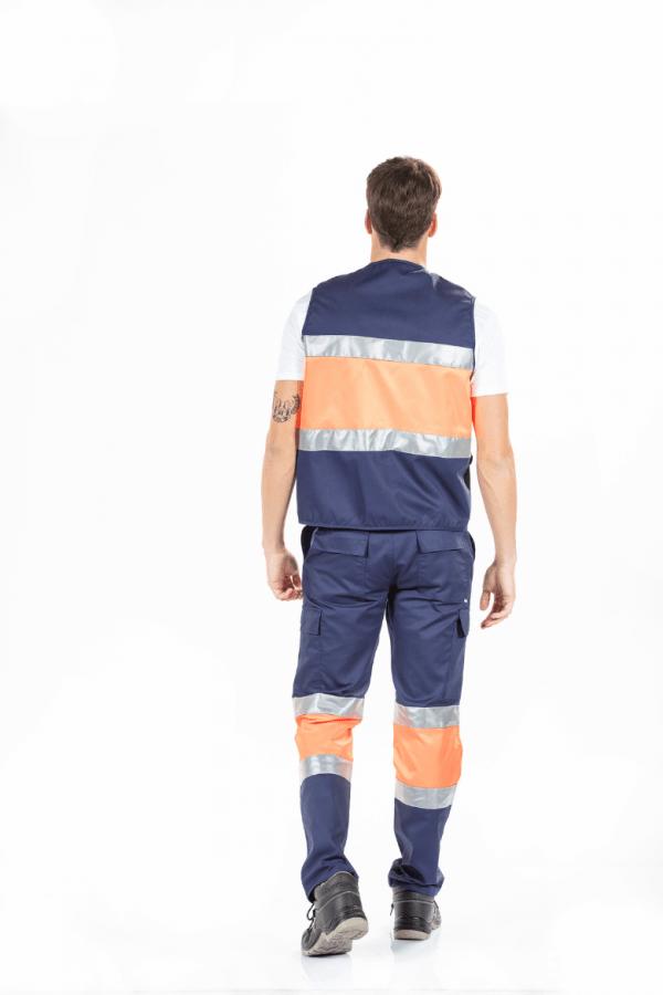 Homem de costas com colete de trabalho masculino com encaixes refletores