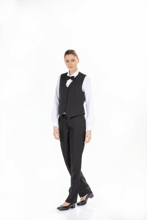 Senhora com colete de trabalho preto, camisa branca, laço negro e calça para Uniforme profissional