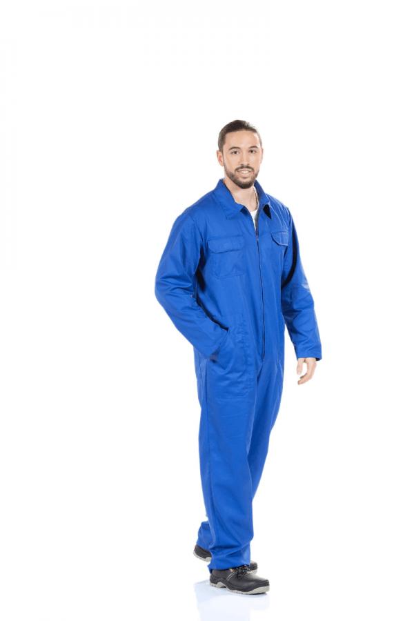 Homem vestido com fato macaco azul para farda de trabalho