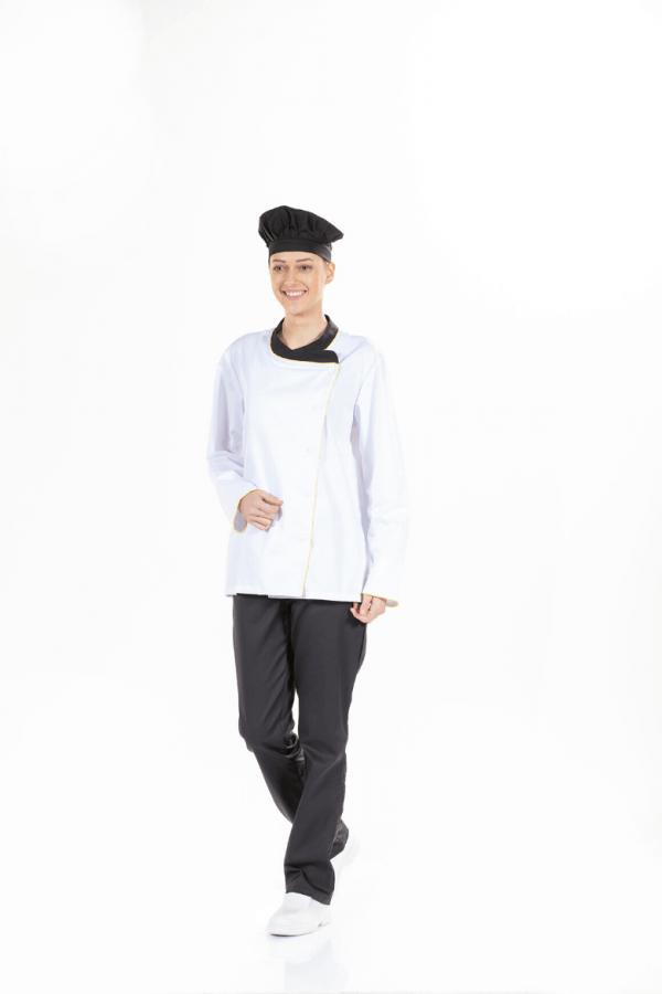 Senhora vestida com Jaleca Chef de Cozinha para Uniforme de Trabalho
