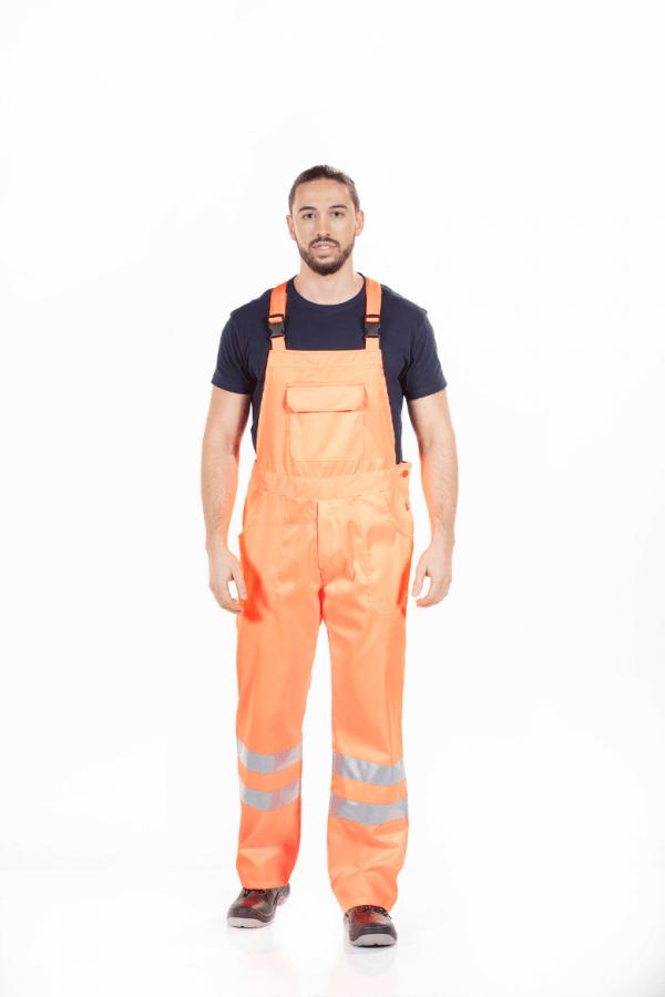 Homem com Jardineira de trabalho de alta visibilidade