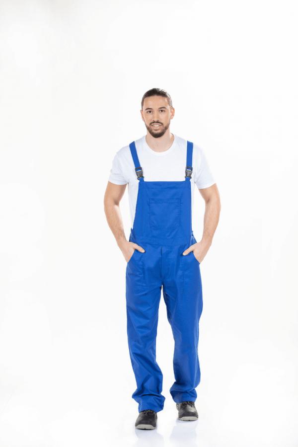 Homem vestido com Jardineira para trabalho masculina