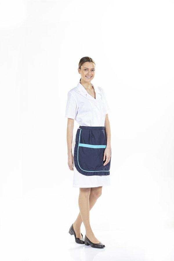 senhora com avental azul personalizado para uniforme profissional