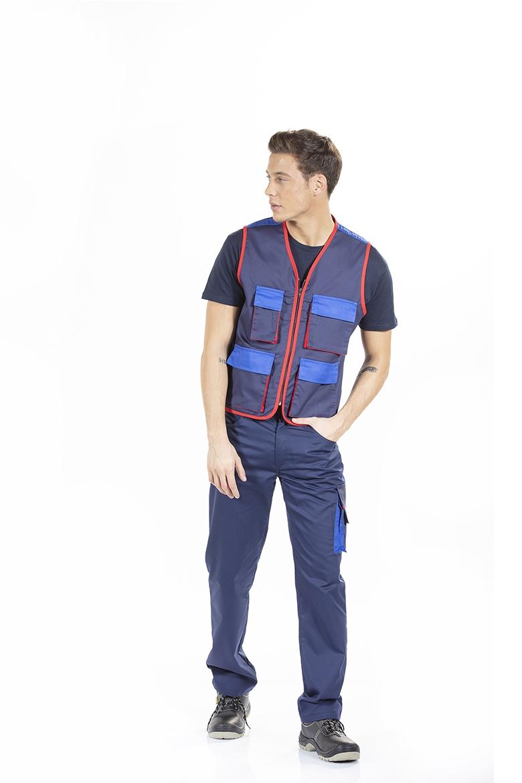 Homem com um dos Uniformes de trabalho da Unifardas para Vestuário profissional