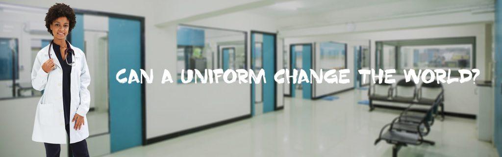 Médica vestida com uma das batas escolares para laboratório produzidas pela Unifardas
