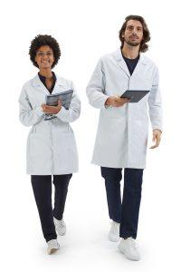 Médicos vestidos com bata de medicina branca para uniforme hospitalar