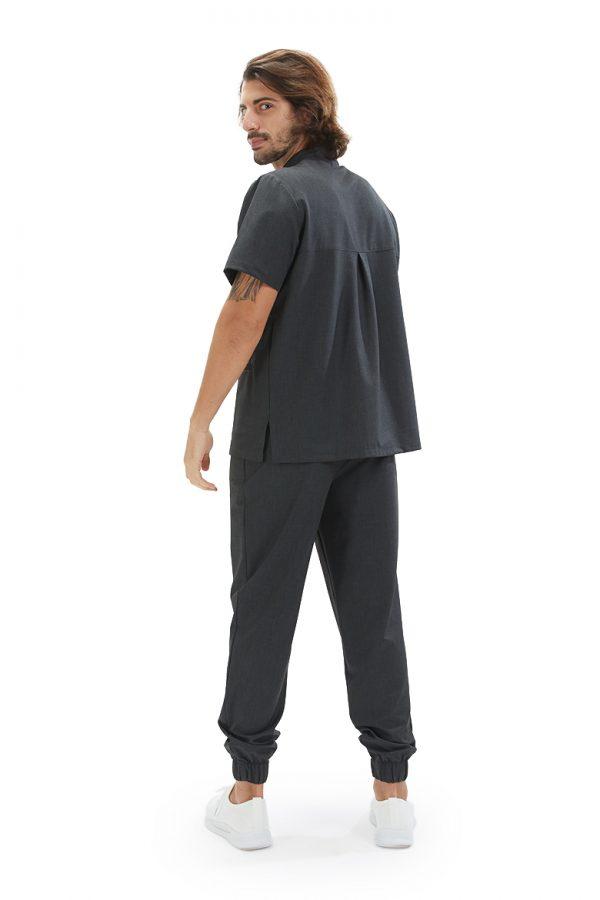 Homem de costas vestido com uma túnica para farda de enfermagem na cor cinzenta da marca HISI Collection