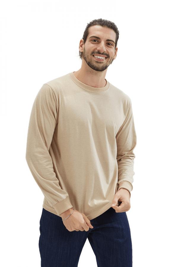Homem vestido com uma sweatshirt para roupa de trabalho