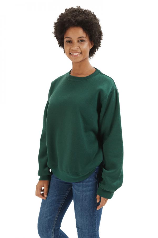 Senhora a usar uma sweatshirt feminina para roupa de trabalho