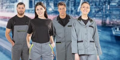 Trabalhadores vestidos com fardas de trabalho para indústria